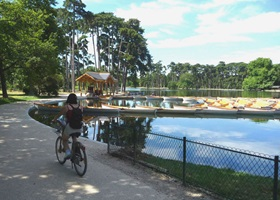 paris bikes renting in bois de vincennes